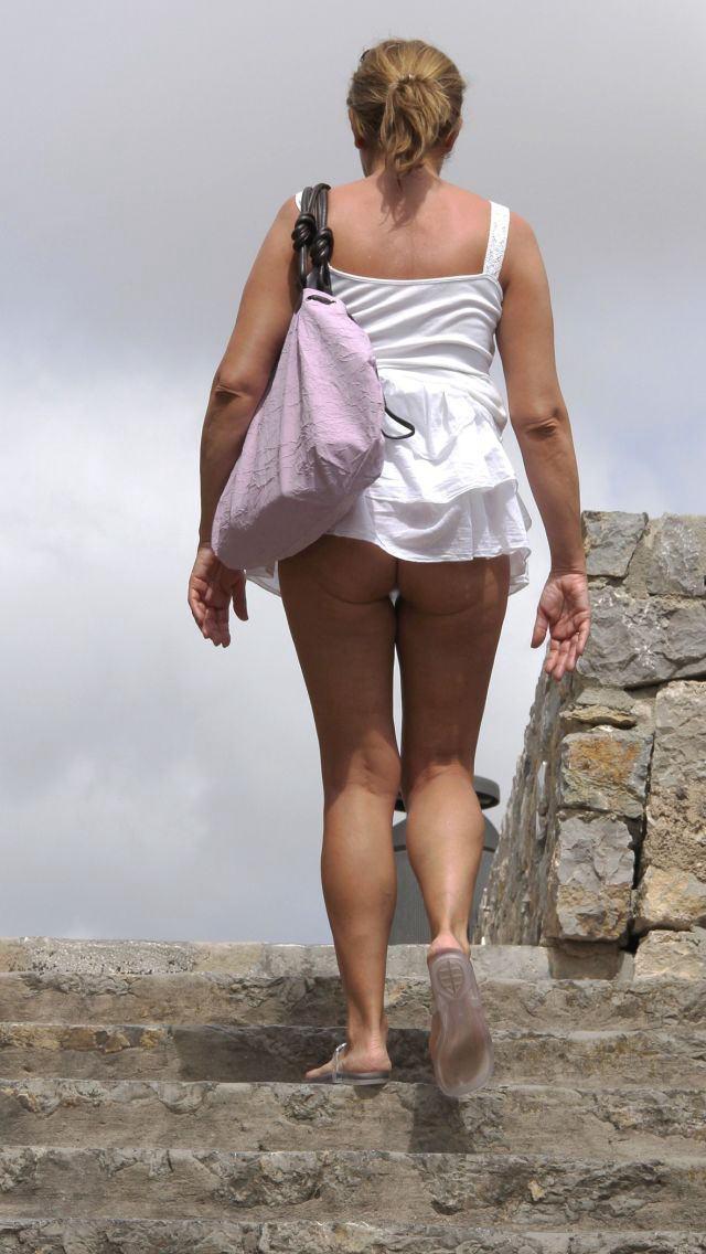 【ノーパンエロ画像】海外にノーパン女子は結構いる!?日本もあやかりたいw 27
