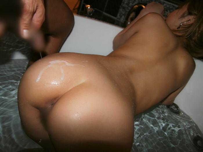 【お尻エロ画像】まんまるお尻にひときわ厭らしい白濁汁のトッピング! 12