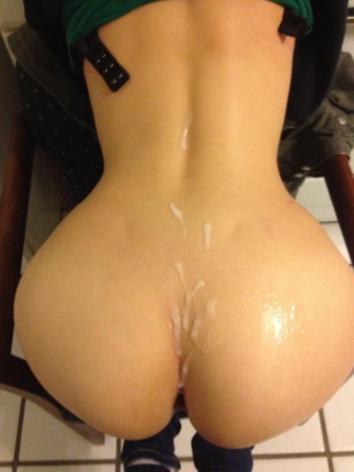【お尻エロ画像】まんまるお尻にひときわ厭らしい白濁汁のトッピング! 19