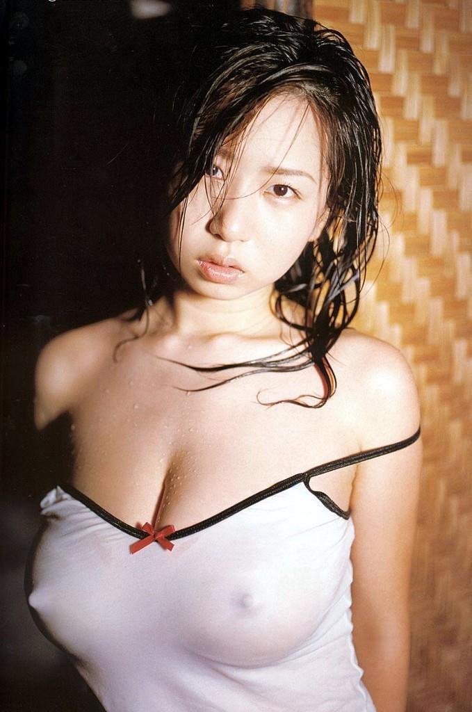 【胸ポチエロ画像】着衣にブラに水着に!?乳首がポチッとな…w 07