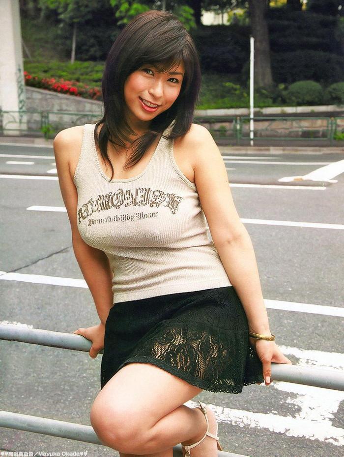 【胸ポチエロ画像】着衣にブラに水着に!?乳首がポチッとな…w 11