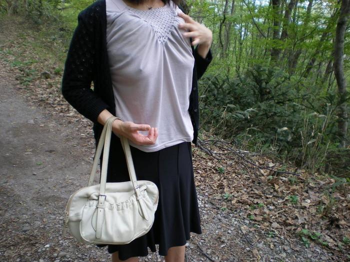 【胸ポチエロ画像】着衣にブラに水着に!?乳首がポチッとな…w 23