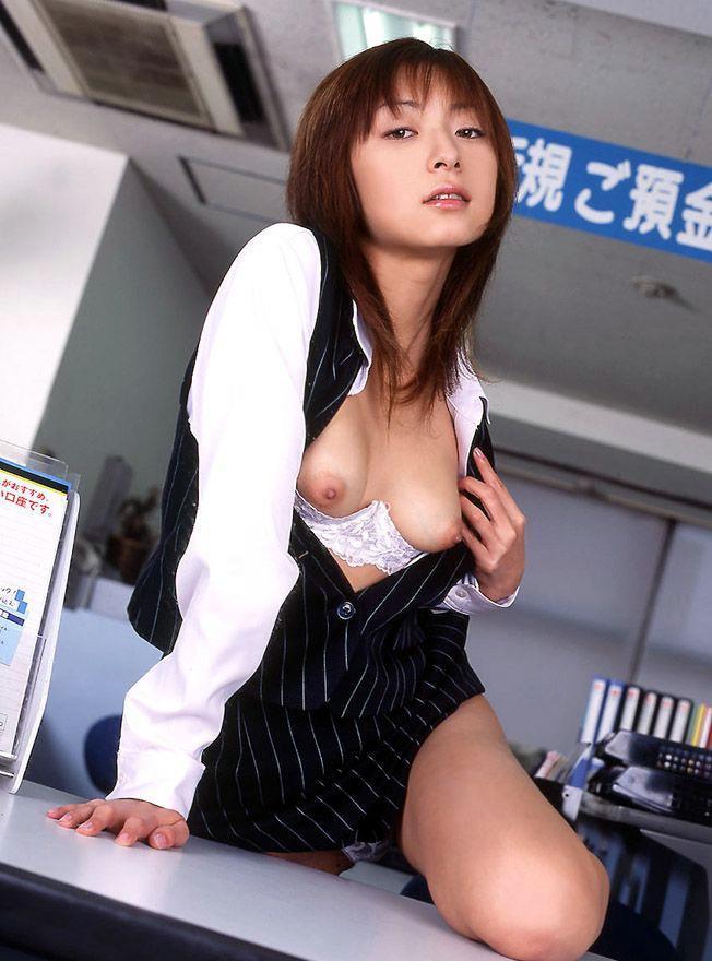 【OLエロ画像】お堅いイメージのスーツの下はやっぱりただの女だった!w 17