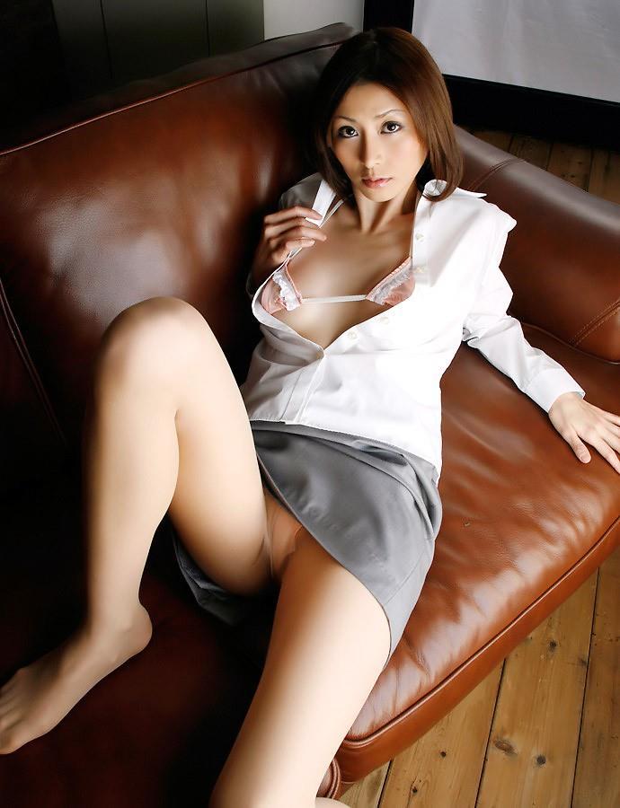 【OLエロ画像】お堅いイメージのスーツの下はやっぱりただの女だった!w 19