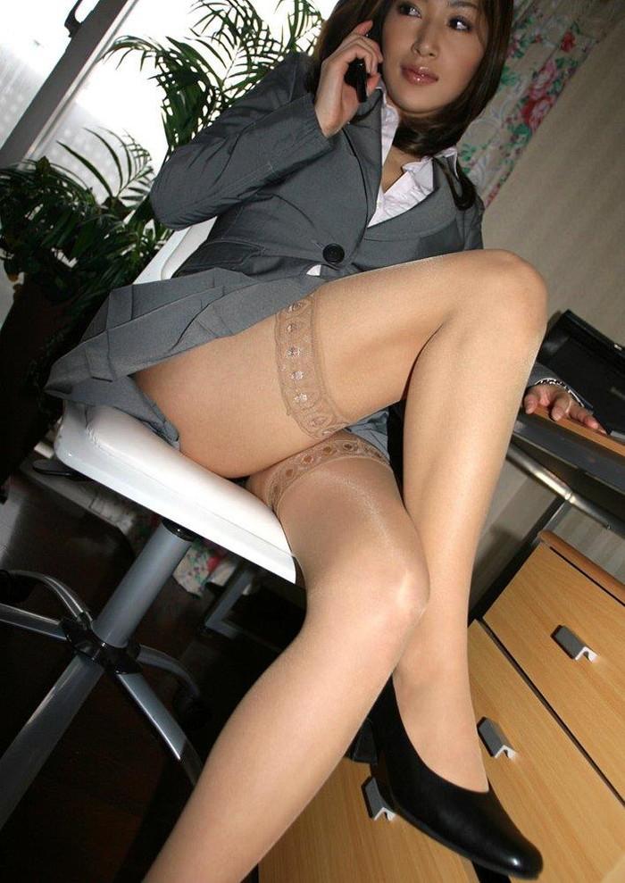 【OLエロ画像】お堅いイメージのスーツの下はやっぱりただの女だった!w 21
