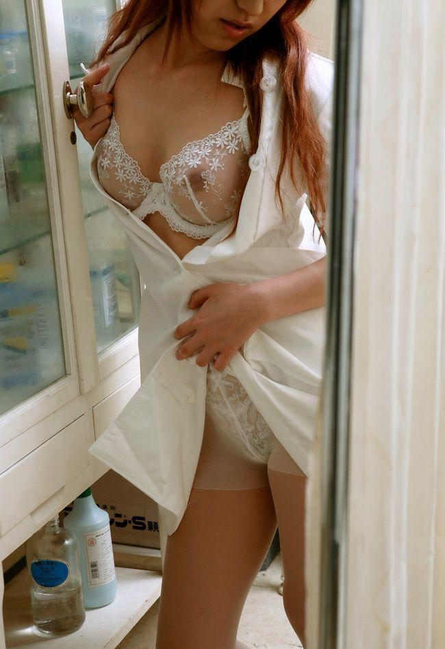 【ナースエロ画像】清楚で可憐!ナース服で最高のエロスを見せてくれる女たち 18