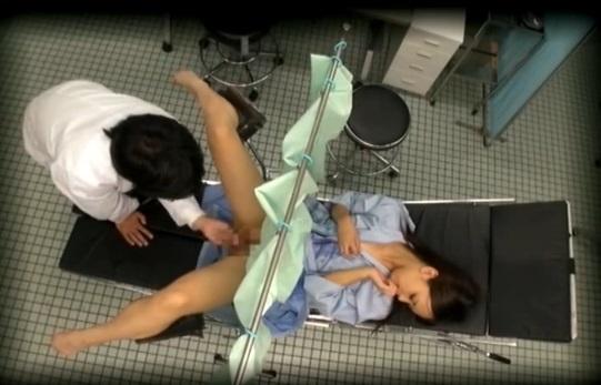 【鬼畜医者エロ画像】職権を酷使して女の子に厭らしいイタズラをする鬼畜医者 09