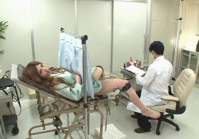 【鬼畜医者エロ画像】職権を酷使して女の子に厭らしいイタズラをする鬼畜医者 10