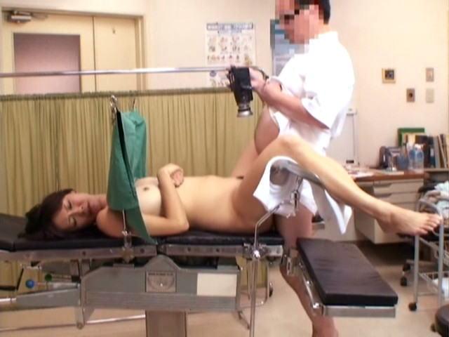 【鬼畜医者エロ画像】職権を酷使して女の子に厭らしいイタズラをする鬼畜医者 22