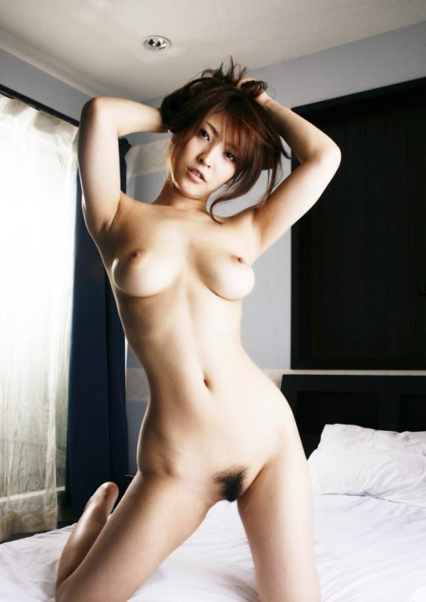 【クビレエロ画像】キュッとくびれたウエストと美しいおっぱい! 13