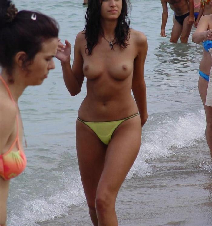 【ヌーディストビーチエロ画像】海外美女のオマンコ見放題!ヌーディストビーチ! 34