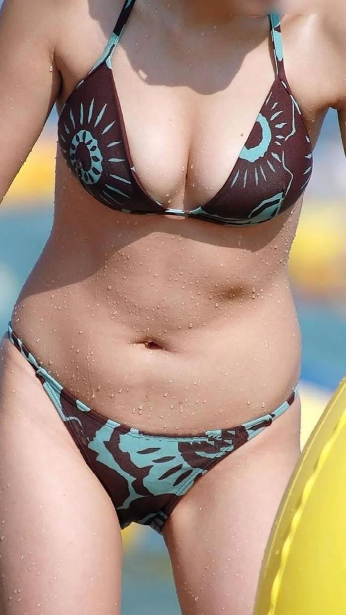 【ビキニエロ画像】夏のビーチ!プールでの水着ギャルってぶっちゃけエロくね! 04