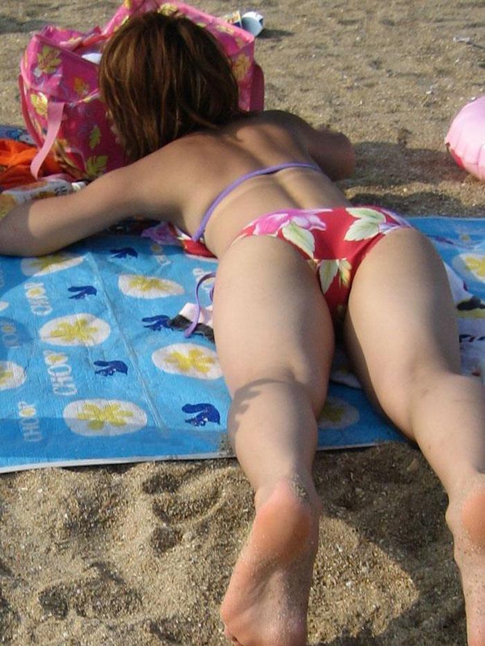 【ビキニエロ画像】夏のビーチ!プールでの水着ギャルってぶっちゃけエロくね! 10
