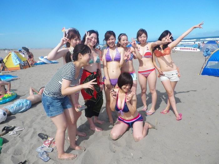 【ビキニエロ画像】夏のビーチ!プールでの水着ギャルってぶっちゃけエロくね! 30