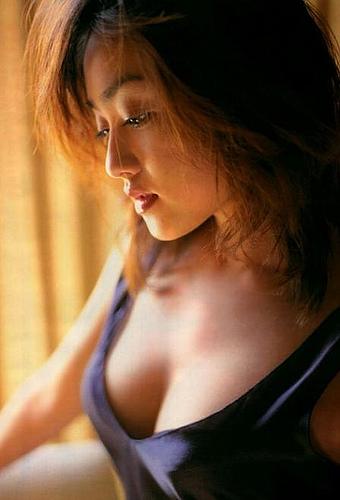 【安達祐実エロ画像】すっかり大人の女に成長した安達祐実のおっぱいがエロい! 01
