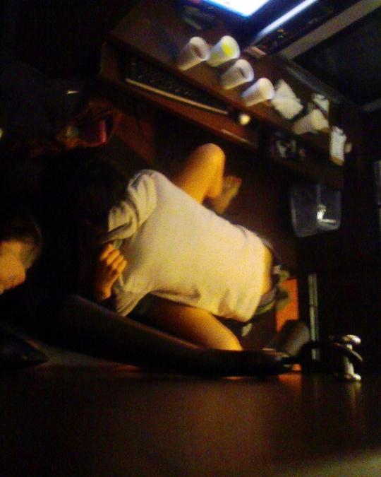 【ネットカフェエロ画像】ネットカフェの個室内はカオス状態!ハメてるカップル多数! 23