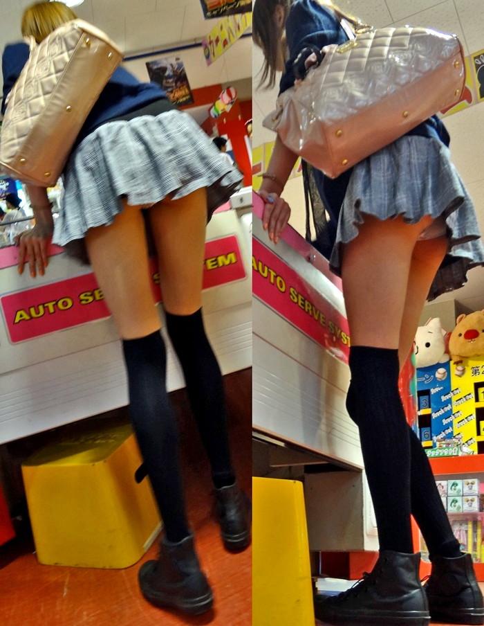 【パンチラエロ画像】パンチラは女の子のガードが緩んだ瞬間を狙うべし!w 06