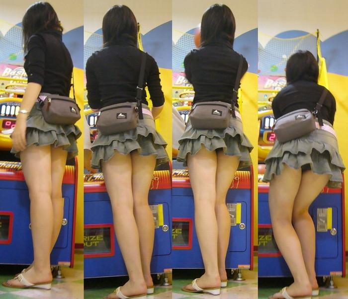 【パンチラエロ画像】パンチラは女の子のガードが緩んだ瞬間を狙うべし!w 19
