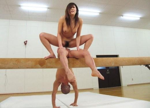 【セックスエロ画像】様々なエロ体位でセックスする男女の画像が衝撃的すぎる! 01