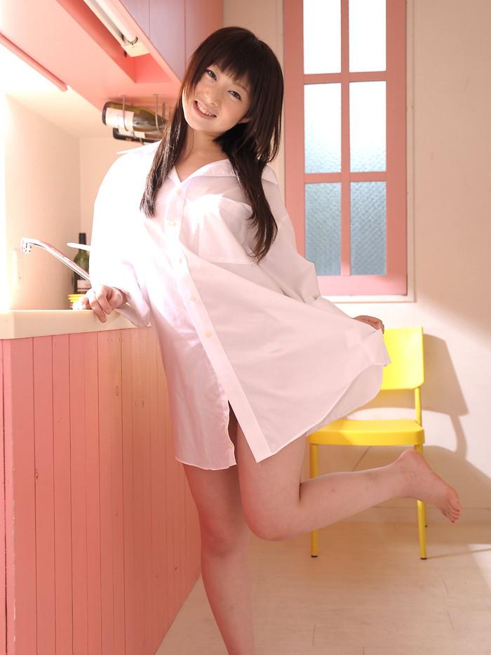 【裸ワイシャツエロ画像】白いワイシャツからおっぱいスケスケ!萌え度高めのエロ画像 07