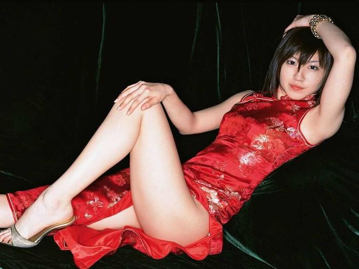 【チャイナドレスエロ画像】太ももに切れ込んだスリットがやたらエロいチャイナドレス! 13