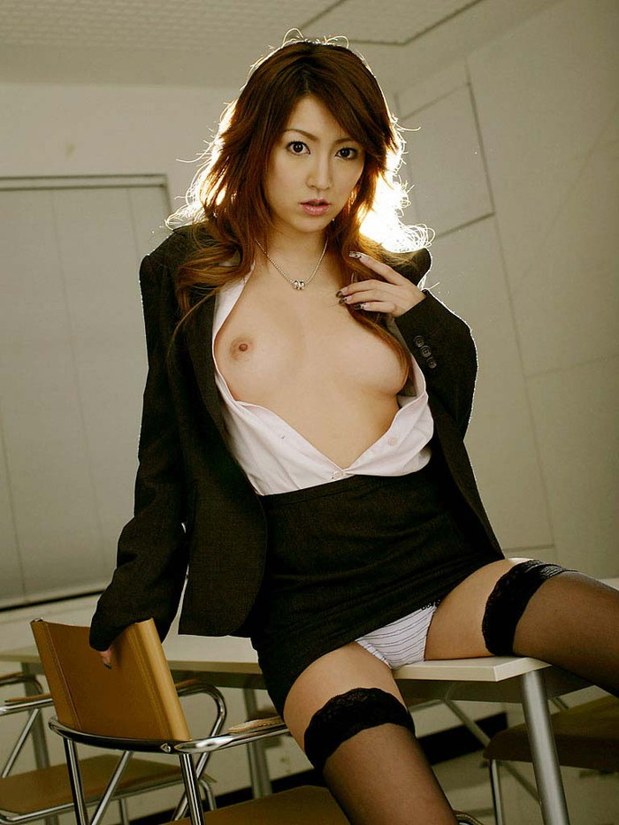 【女教師エロ画像】女教師とて、所詮は女!成熟した身体が男を引き寄せる! 09