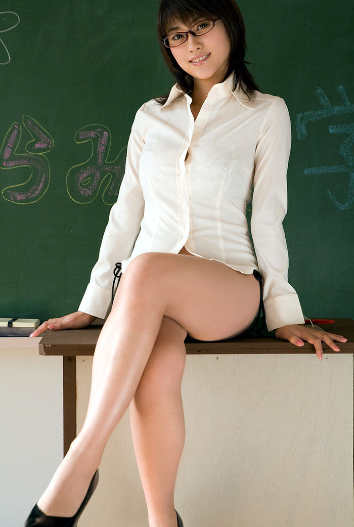 【女教師エロ画像】女教師とて、所詮は女!成熟した身体が男を引き寄せる! 12