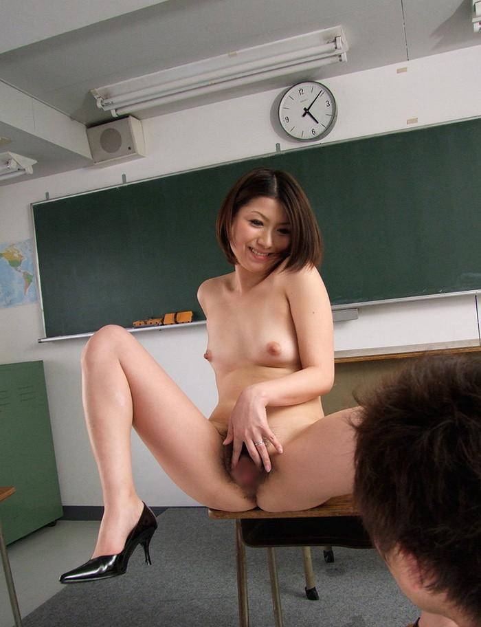 【女教師エロ画像】女教師とて、所詮は女!成熟した身体が男を引き寄せる! 15