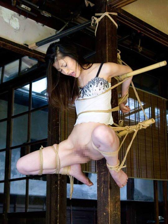 【拘束エロ画像】自由を奪われた身体が感覚が研ぎ澄まされて超敏感に! 14