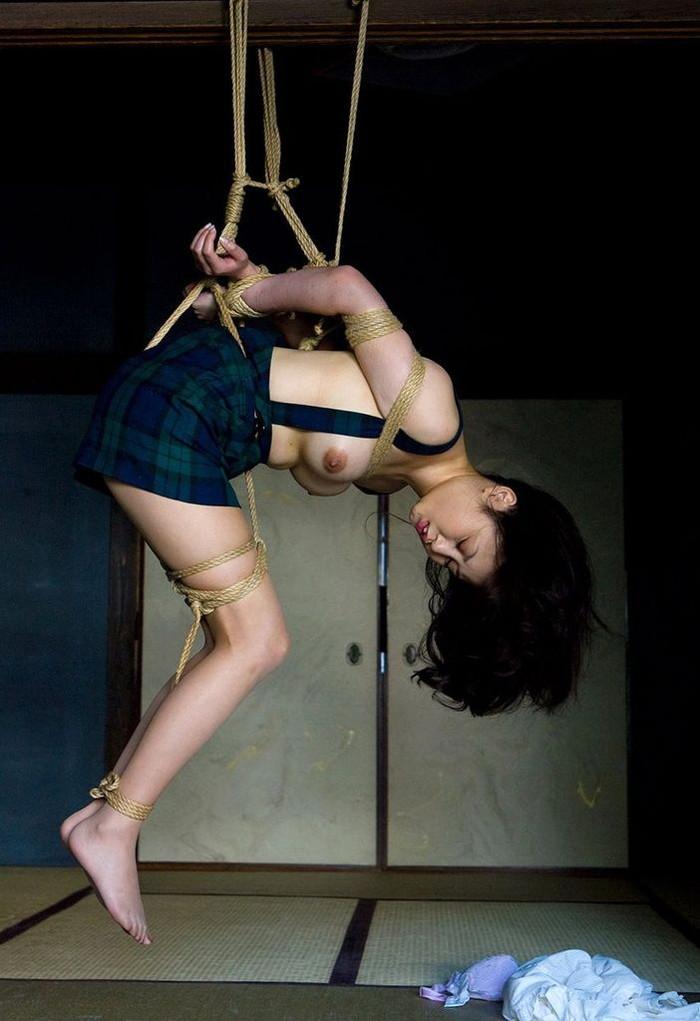 【拘束エロ画像】自由を奪われた身体が感覚が研ぎ澄まされて超敏感に! 17