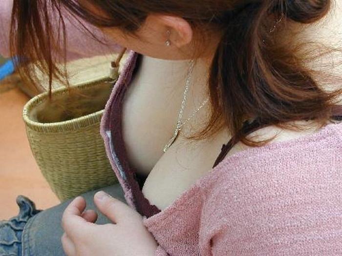 【胸チラエロ画像】偶発的にチラリと見えた素人娘のおっぱいがエロ杉だろ! 06