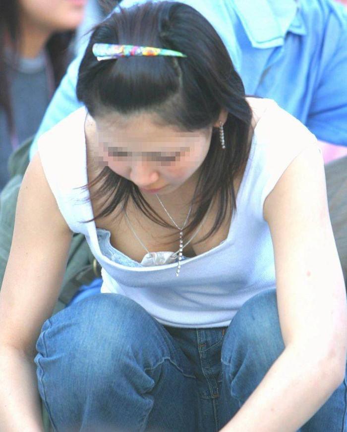 【胸チラエロ画像】偶発的にチラリと見えた素人娘のおっぱいがエロ杉だろ! 09