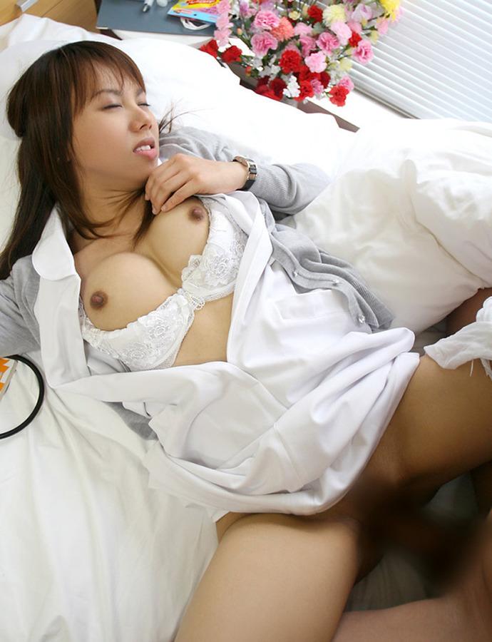 【ナースエロ画像】白衣の天使がこんな事してるなんて!?勃起不可避なエロ画像 22
