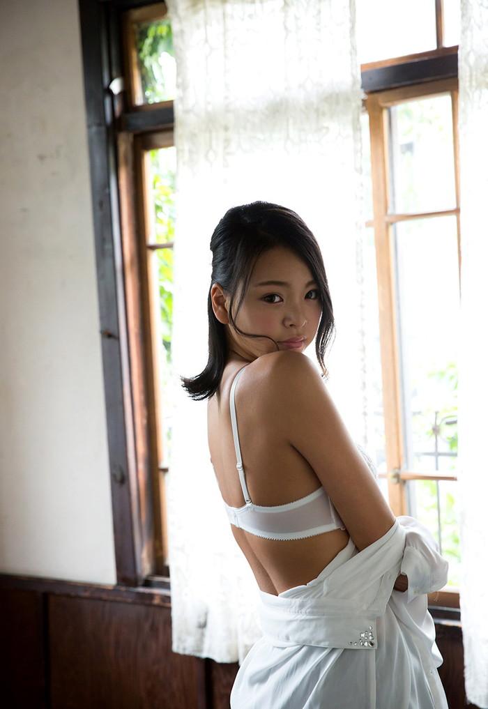 【AV女優エロ画像】南真菜果という元タレントでありRQでもあったAV女優が激カワ! 03