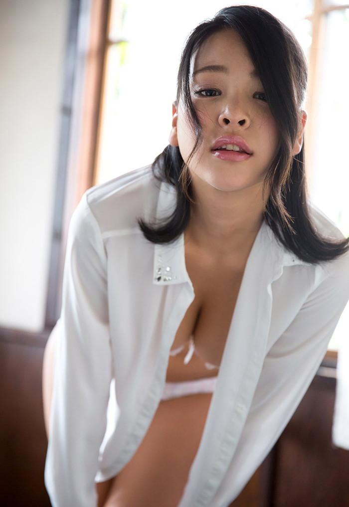 【AV女優エロ画像】南真菜果という元タレントでありRQでもあったAV女優が激カワ! 12