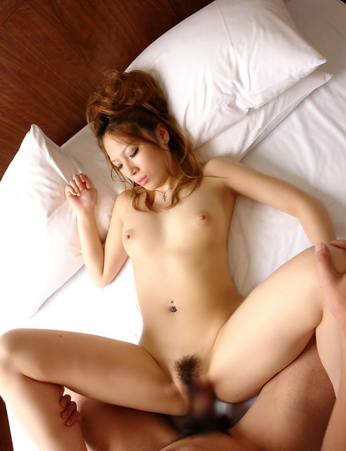 【セックスエロ画像】愛が感じられる!と女性に人気の高いセックスの体位、正常位! 14