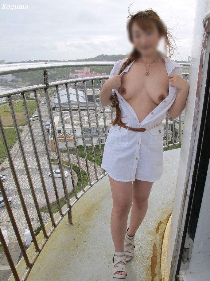 【野外露出エロ画像】大胆で潔い脱ぎっぷり!露出狂の女たちの画像はこちら! 08
