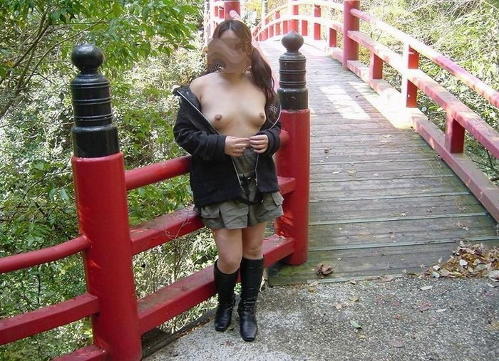 【野外露出エロ画像】大胆で潔い脱ぎっぷり!露出狂の女たちの画像はこちら! 21