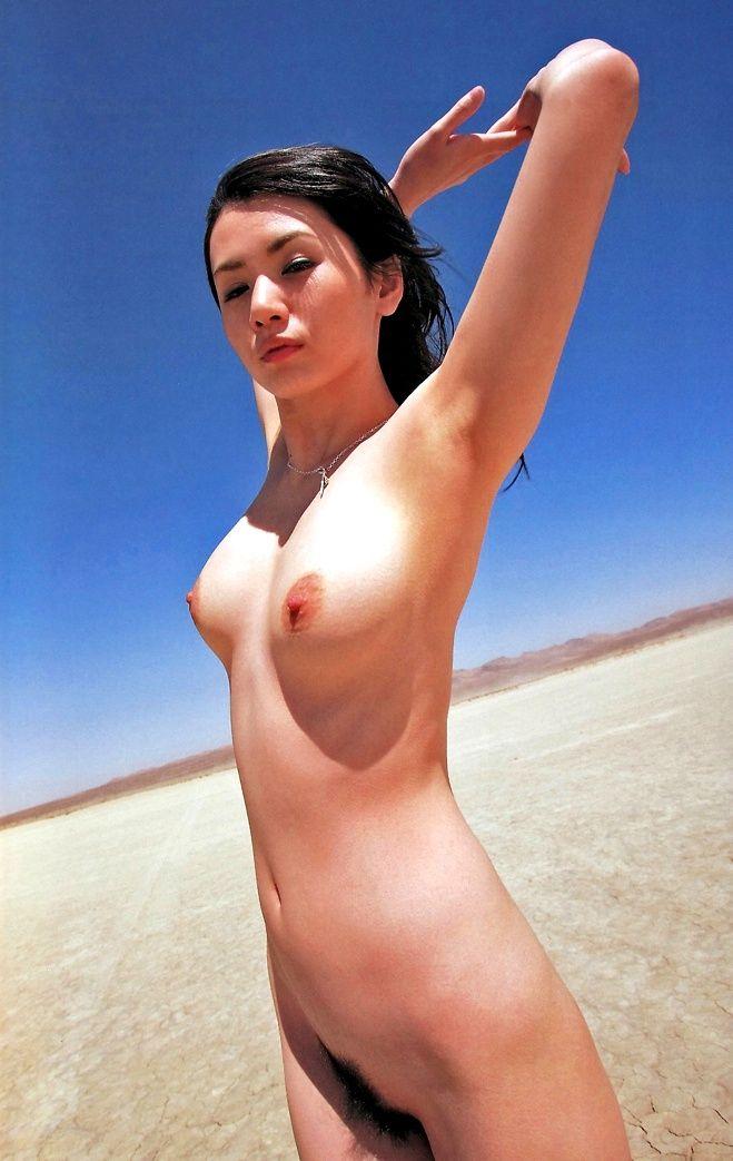 【脱いだ芸能人エロ画像】歴代の脱いだ芸能人たちの美しすぎる裸体に勃起必至! 29