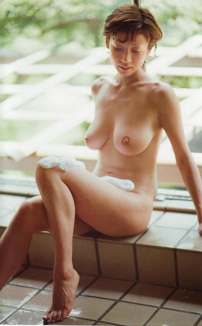 【脱いだ芸能人エロ画像】歴代の脱いだ芸能人たちの美しすぎる裸体に勃起必至! 31