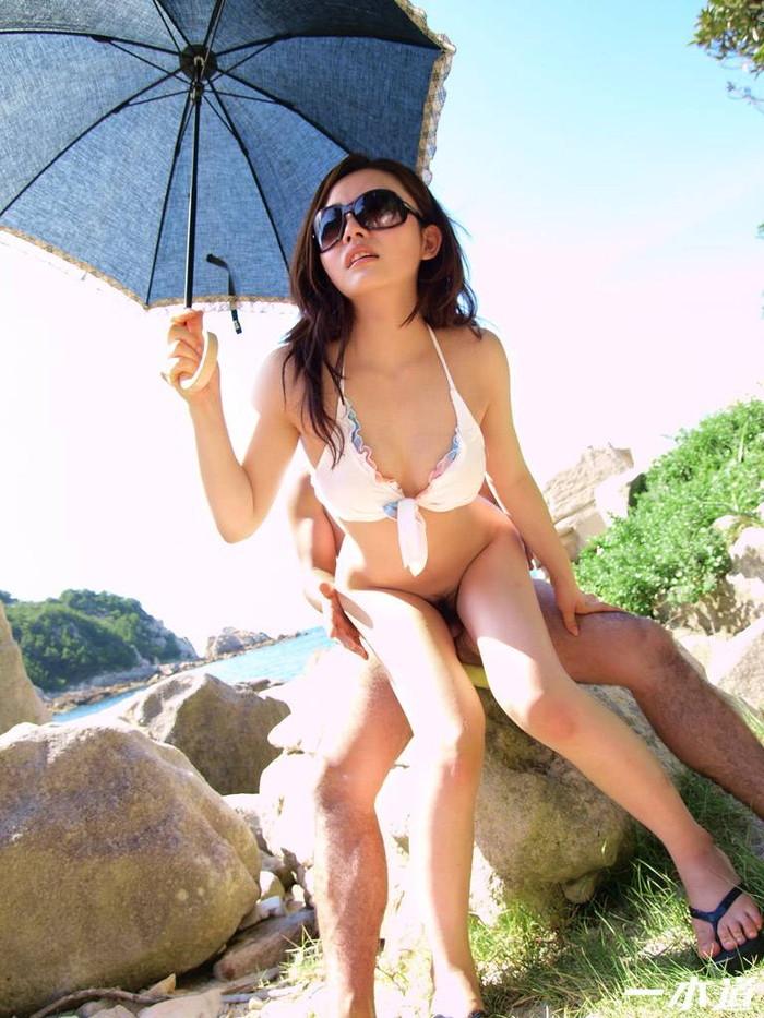 【青姦エロ画像】誰かに見られるかも…のスリルに身を投じる青姦カップル 15