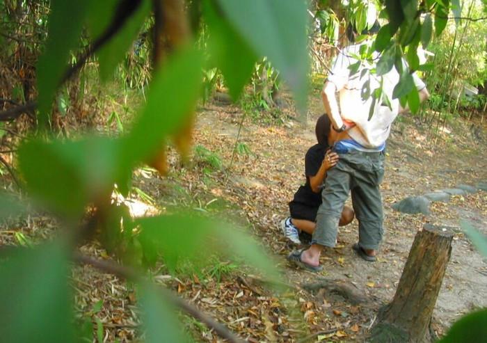 【青姦エロ画像】誰かに見られるかも…のスリルに身を投じる青姦カップル 24