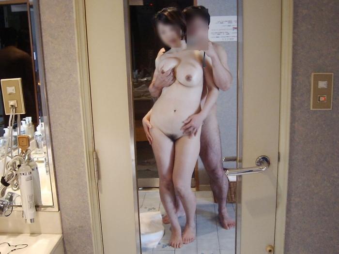 【自撮りエロ画像】素人カップルたちが鏡を使って自分たちのセックスを自撮り! 18