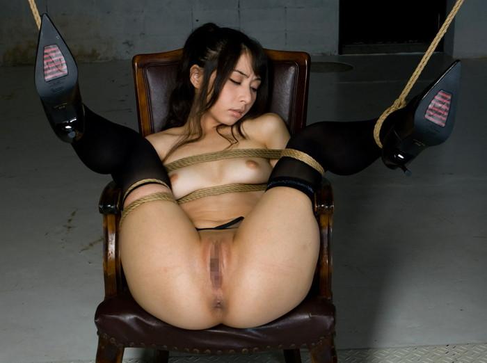 【拘束エロ画像】拘束されて自由の効かなくなった女を責め捲くる! 15