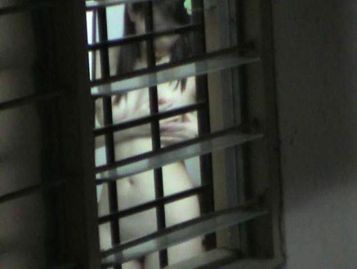 【民家盗撮エロ画像】これは割りとガチっぽい?リアルな民家盗撮エロ画像 05