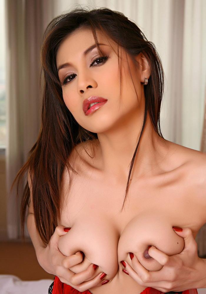 【アジアンおっぱいエロ画像】きめ細かな褐色気味のおっぱいってなんかエロいよな? 13