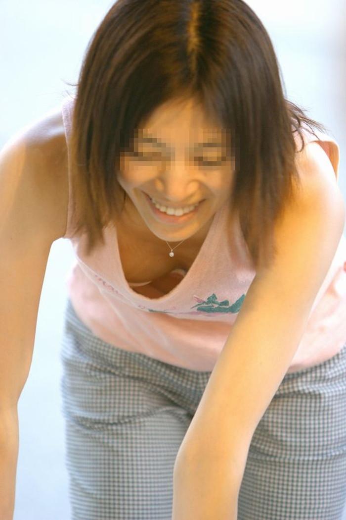 【素人胸チラエロ画像】暖かい季節にありがちなハプニングショット! 23