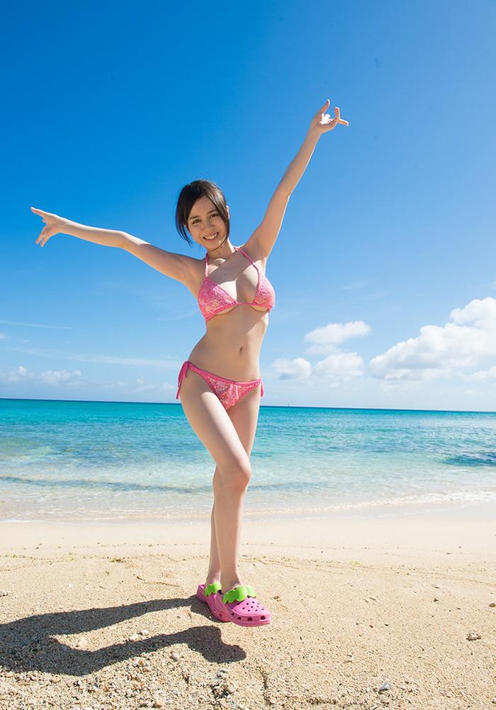 【吉川 あいみエロ画像】けしからんまでの巨乳!中学の頃からHカップという爆乳AV女優! 24