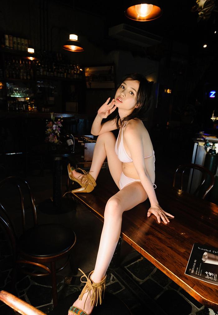 【吉川 あいみエロ画像】けしからんまでの巨乳!中学の頃からHカップという爆乳AV女優! 26
