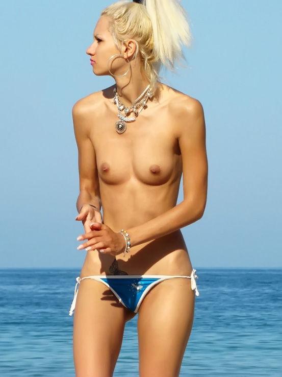 【ヌーディストビーチエロ画像】こんな可愛い子がヌーディストビーチですっぽんぽん 03